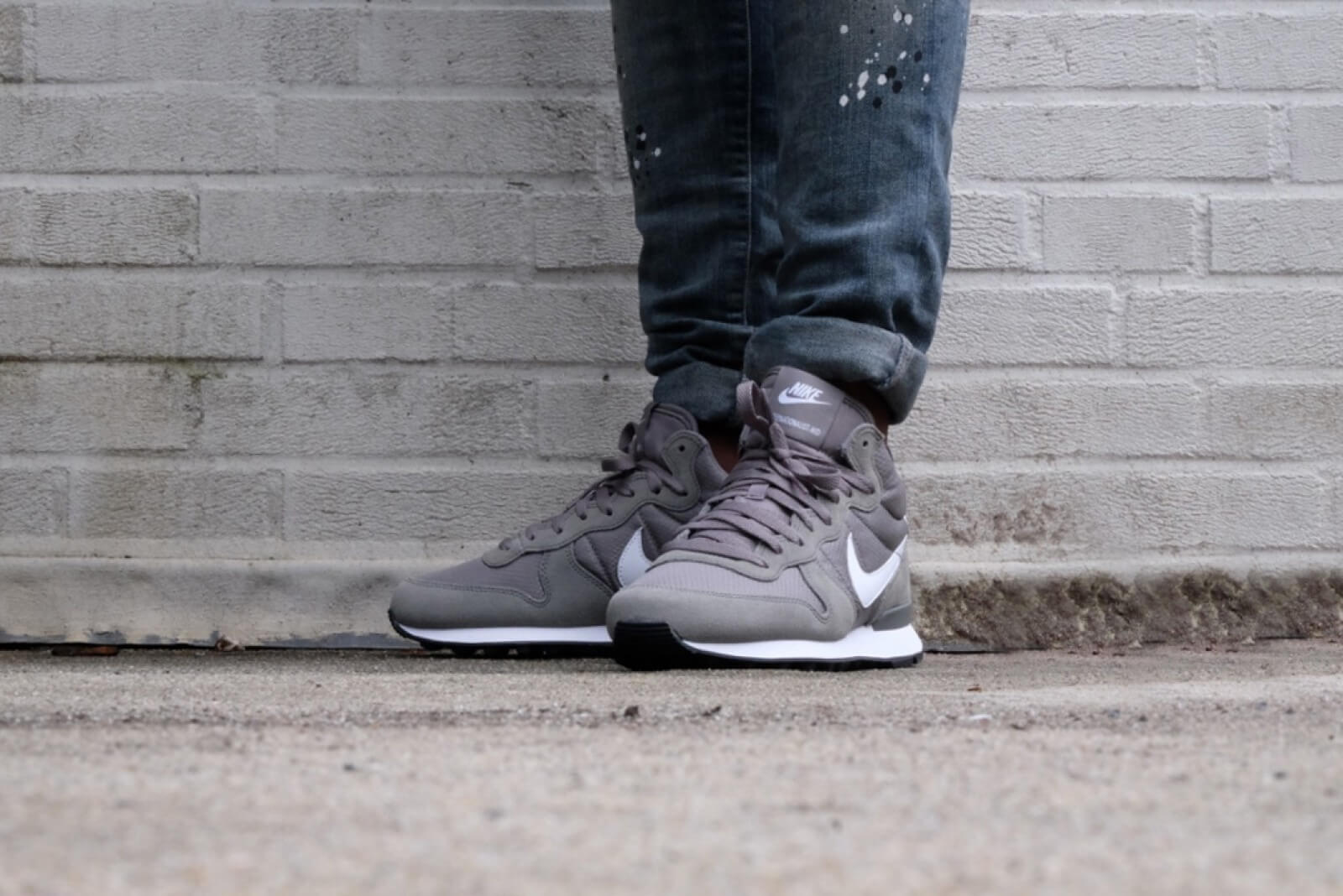 Nike Internationalist Mid Tumbled Grey White White 859478 002