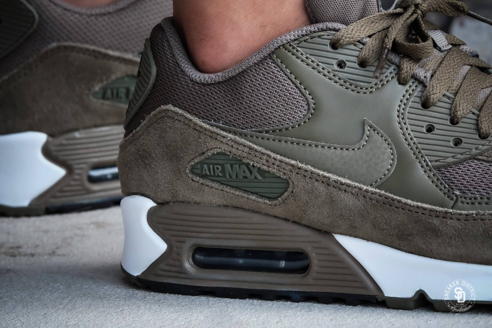 Nike Air Max 90 Essential Medium Olive/Velvet Brown