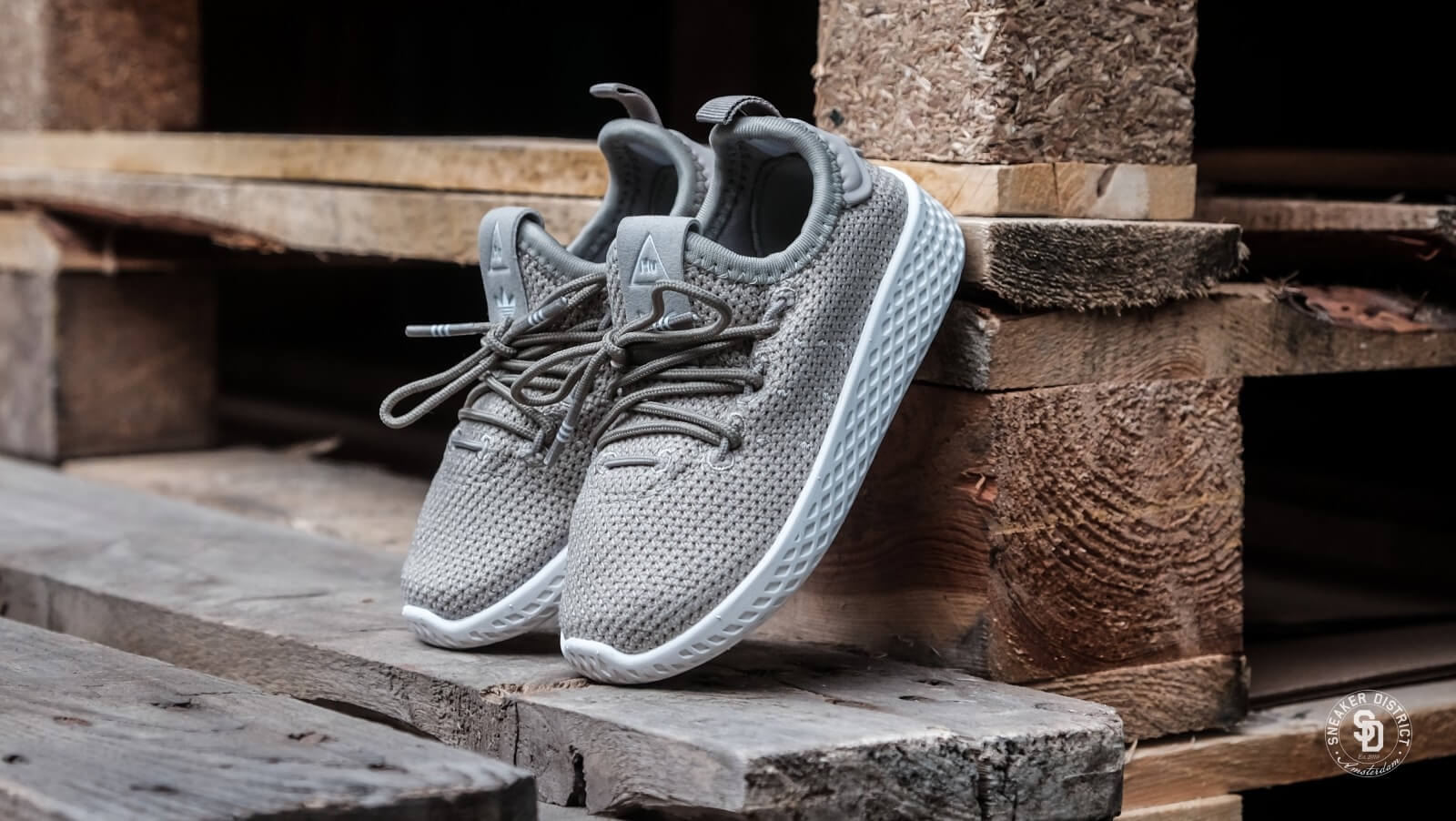 16b811ff326a9 ... bali tempel kuta microfoon tüv gert stem opnemen online Adidas dose  swift fog lamp fits on go plus Pharrell Williams Tennis HU Tech Beige Chalk  White