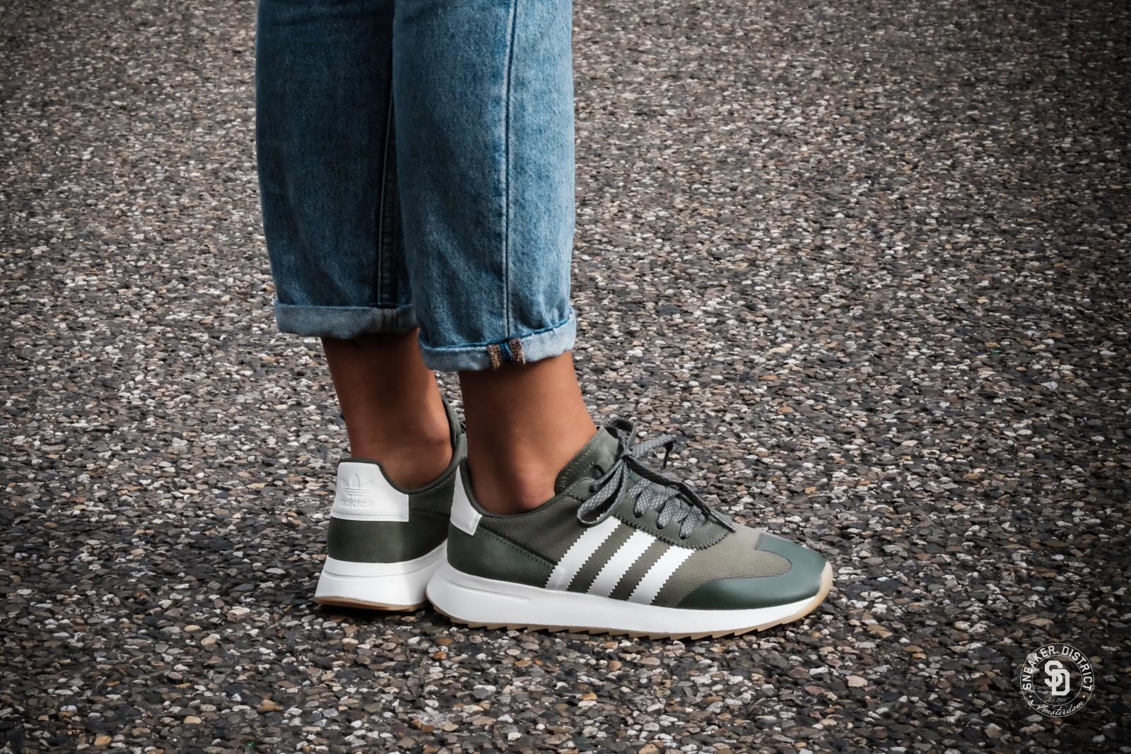 horizonte Posada Encarnar  Adidas Women's Flashback Runner St Major/Off-White - BY9303