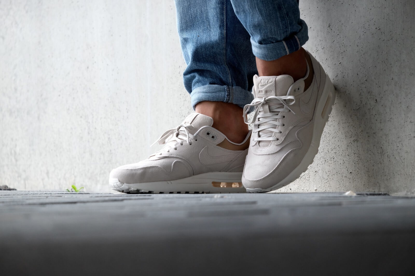 Nike WMNS Air Max 1 PRM Gamma Grey Metallic Gold