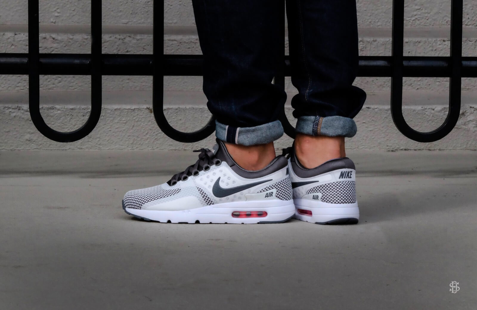Nike Air Max Zero Essential Dark GreySummit White 876070 008