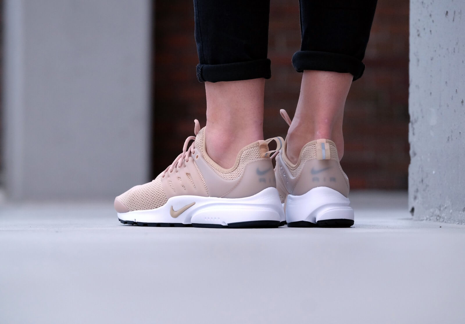 Nike Wmns Air Presto Linen/linen-black-white