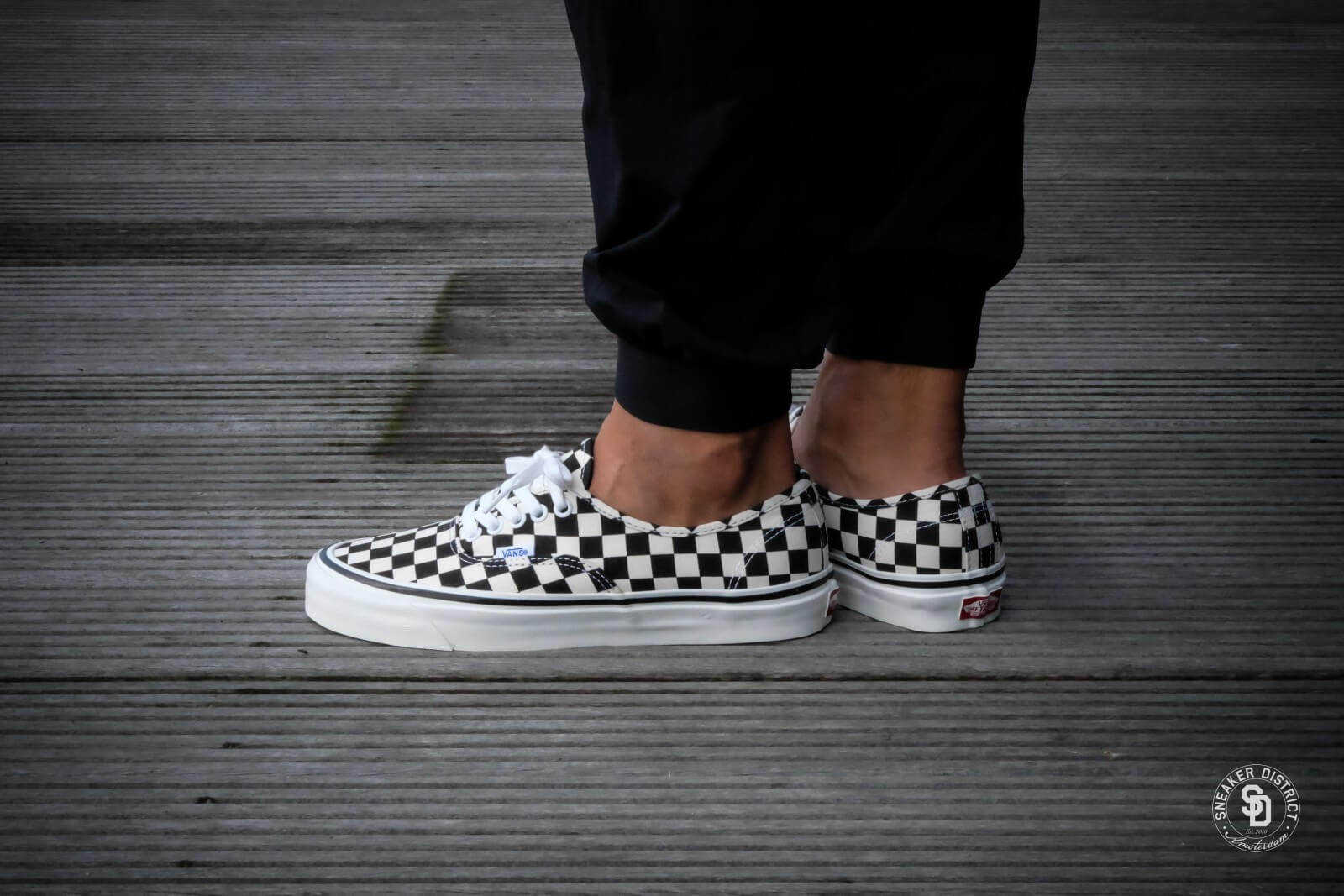vans checkerboard authentic slip on