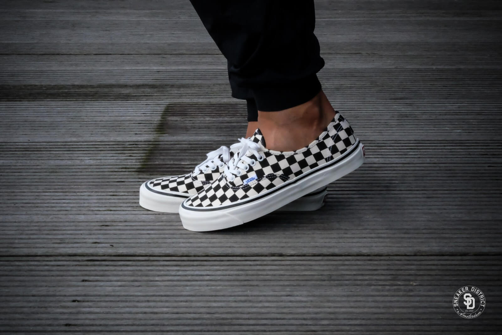 vans era checkerboard authentic