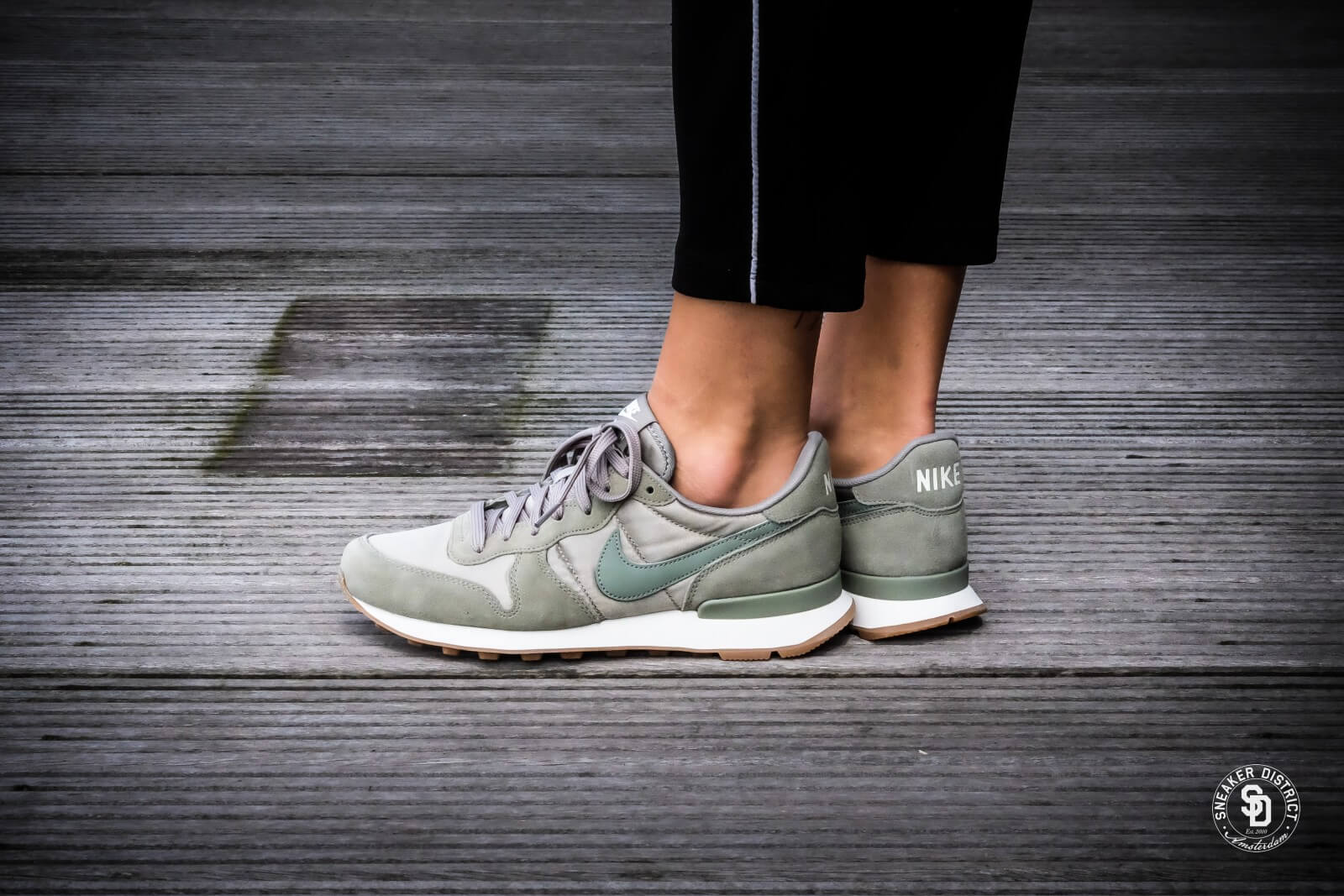 nike internationalist sail