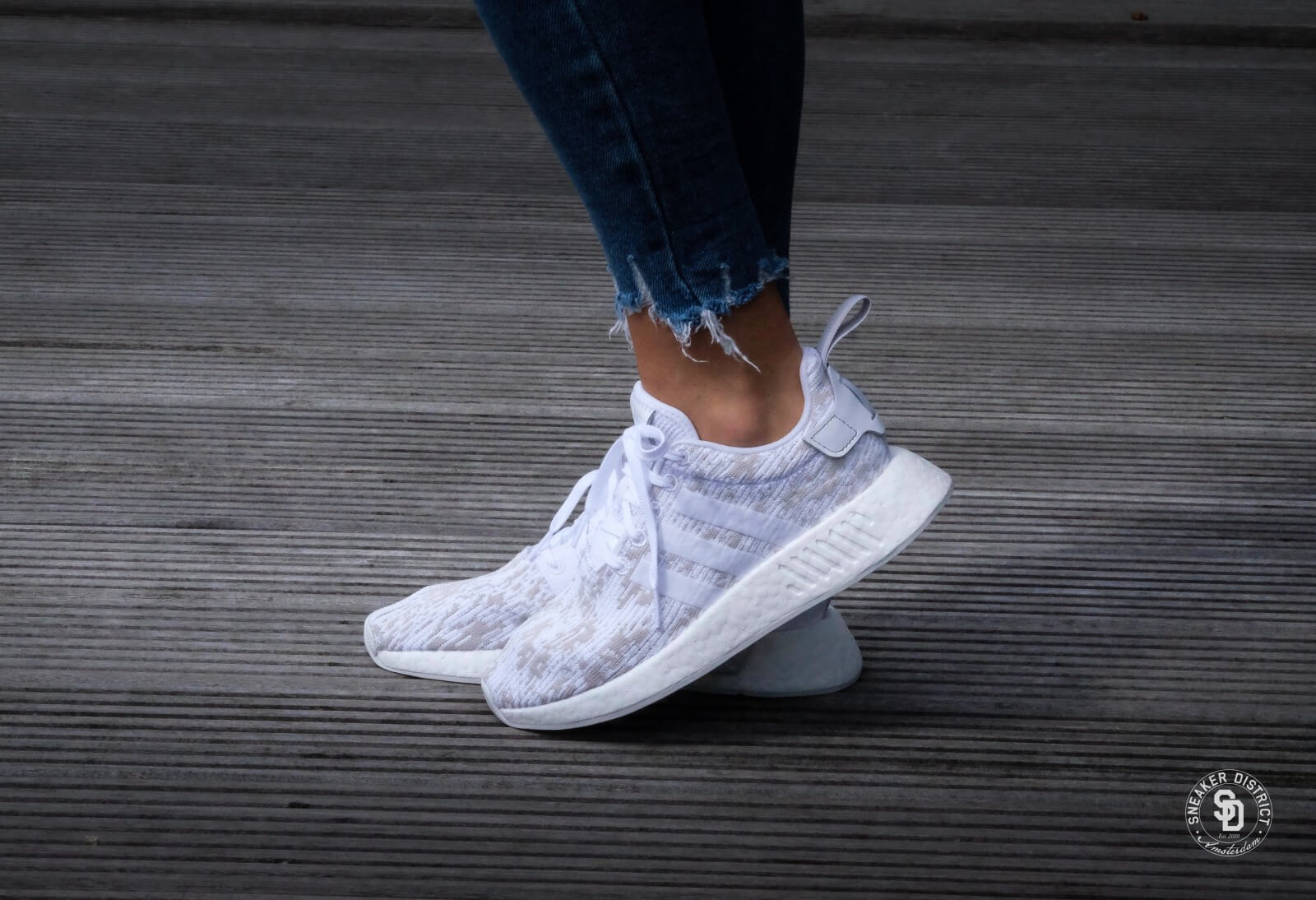pale Reviewer exaggeration  Adidas NMD R2 W Footwear White / Grey Two - BY8691
