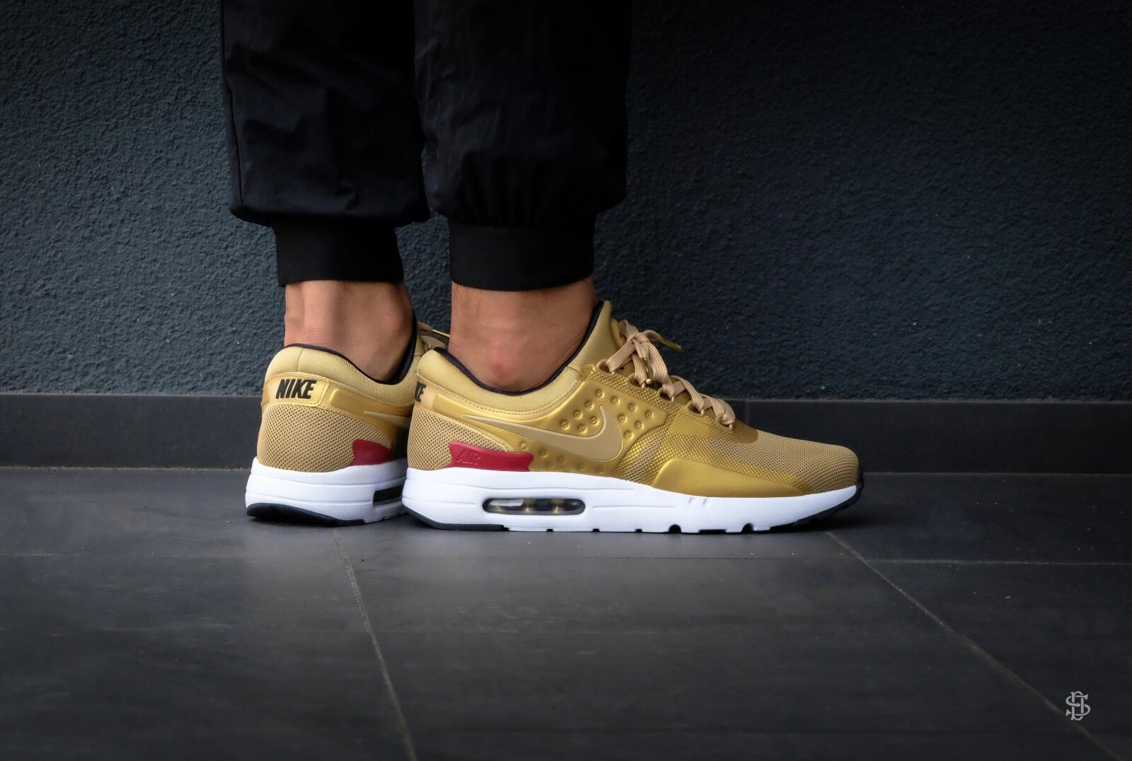 Nike Air Max Zero QS Metallic GoldVarsity Red White 789695 700