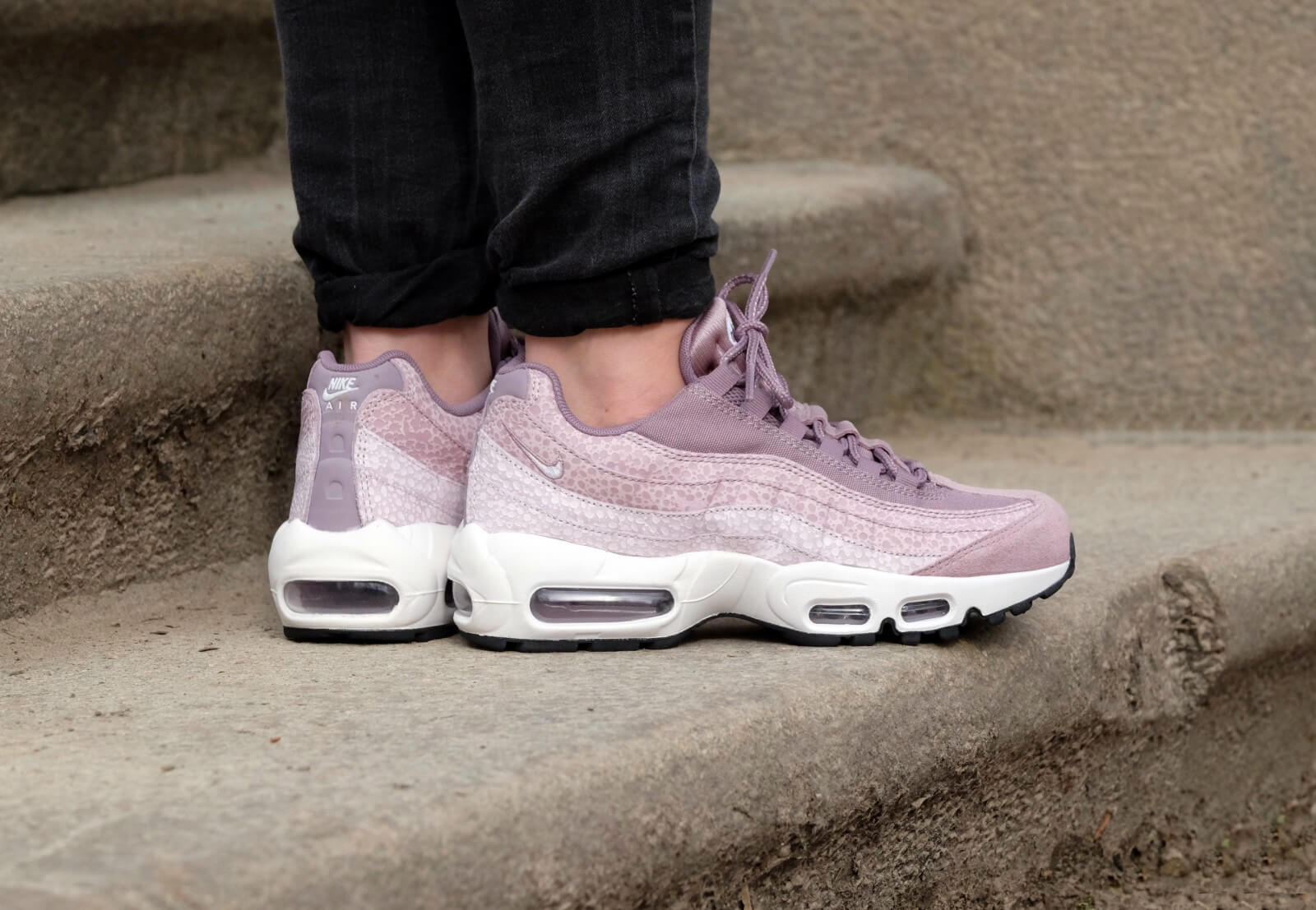 meet 883e9 9a581 ... good nike wmns air max 95 prm purple smoke summit white light violet  248d2 14fb9
