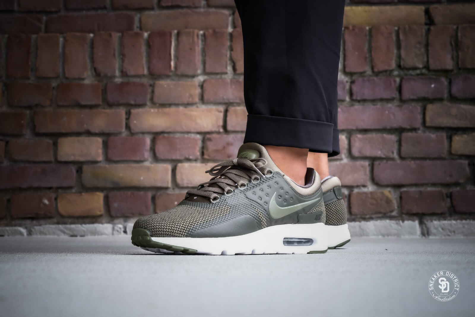 Nike Air Max Zero Essential Medium Olive / Dark Stucco