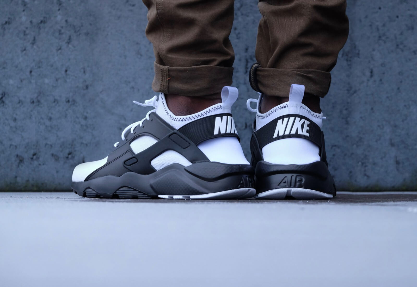 nike huarache ultra black and white