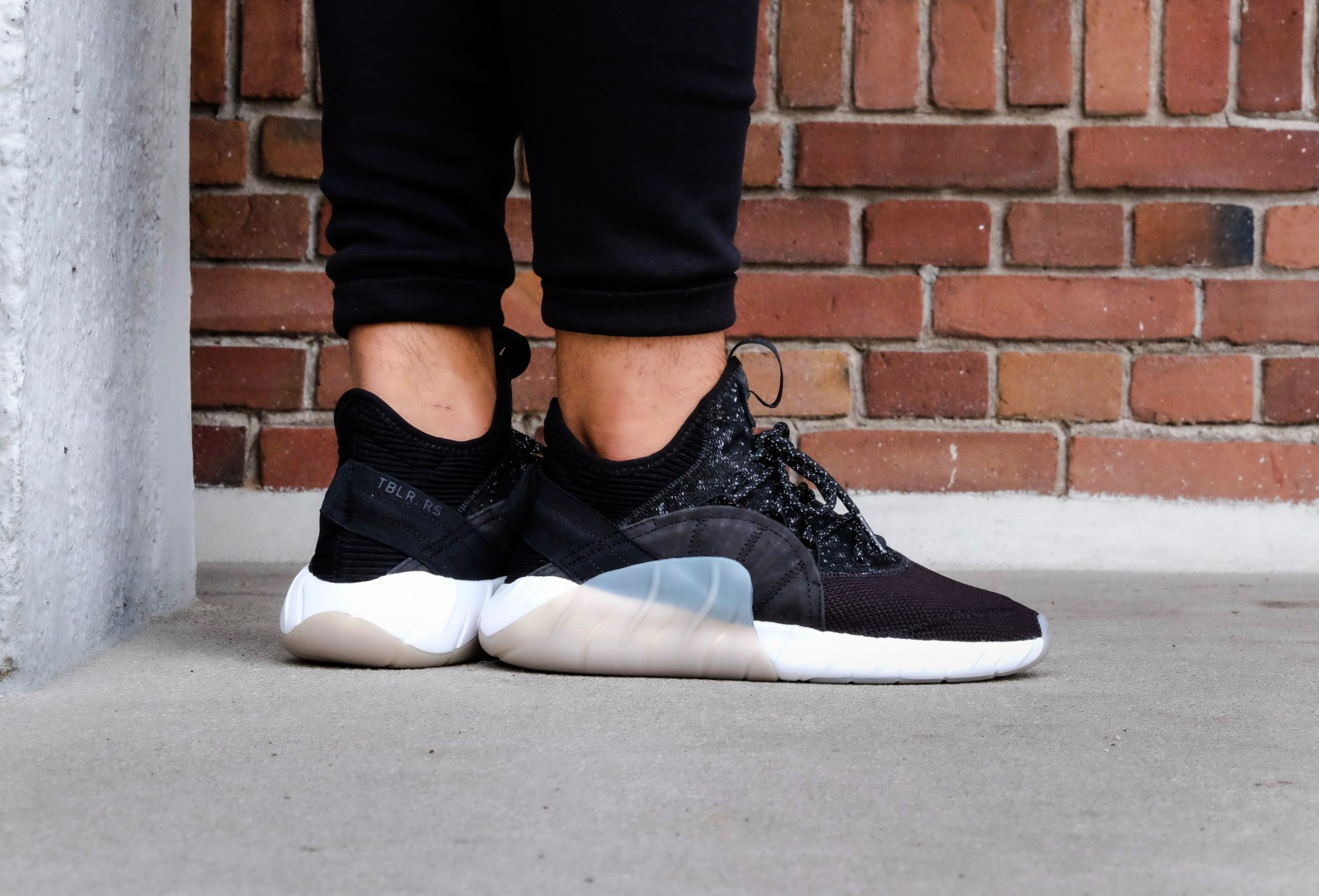 Cheap Adidas tubular runner off white zstenis