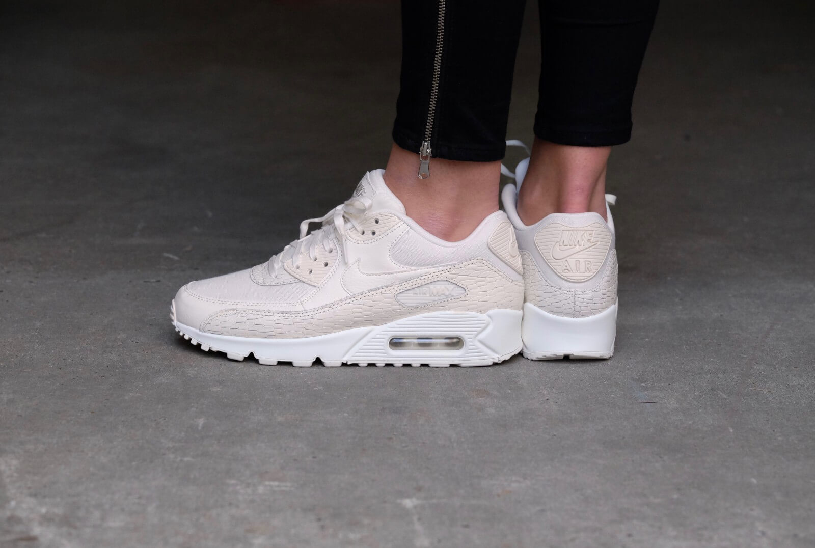 Nike WMNS Air Max 90 PRM LEA SailSail Light Bone White 904535 100