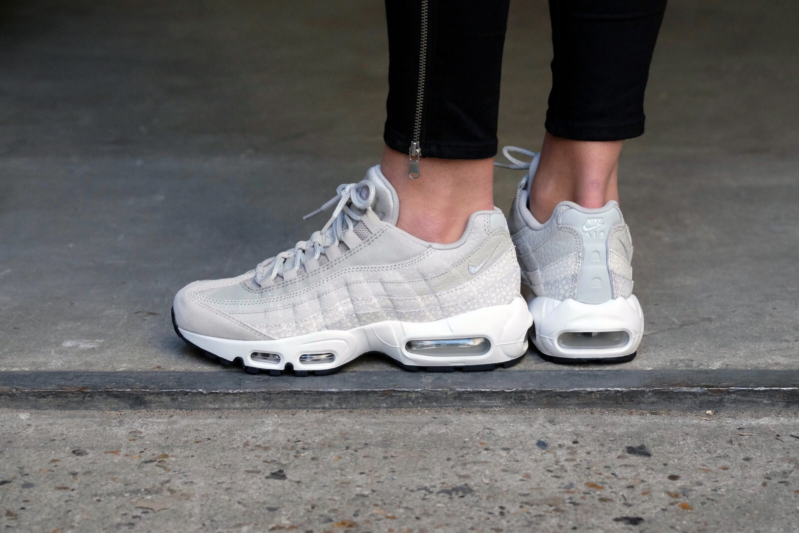 c8be497e4d85 ... Nike WMNS Air Max 95 Pale GreySummit White-Ivory-Light Bone - 807443-  ...