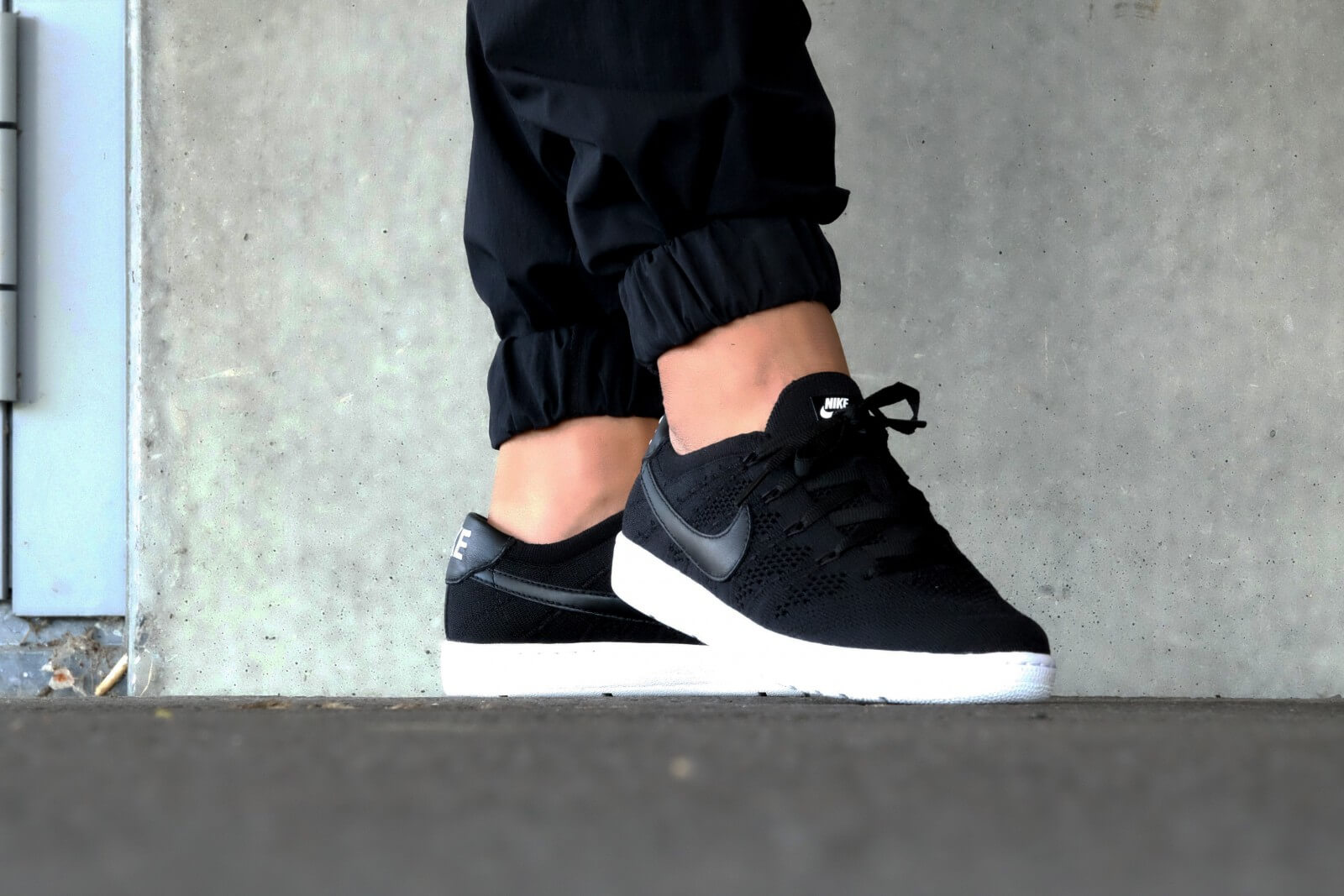 Nike Tennis Classic Ultra Flyknit Black Black White Dark Grey 830704 001