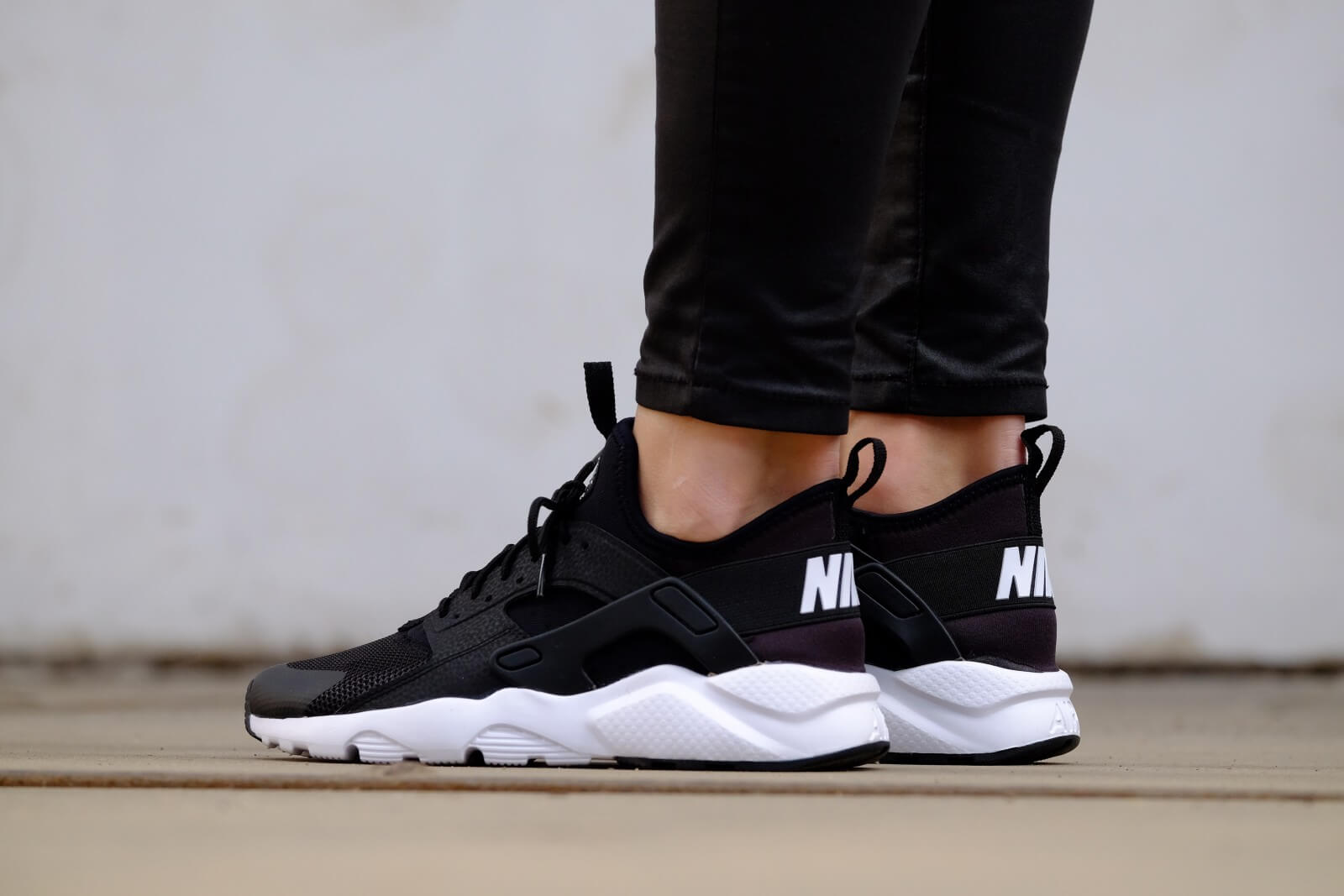 Nike Air Huarache Run Ultra GS Black White 847569 002