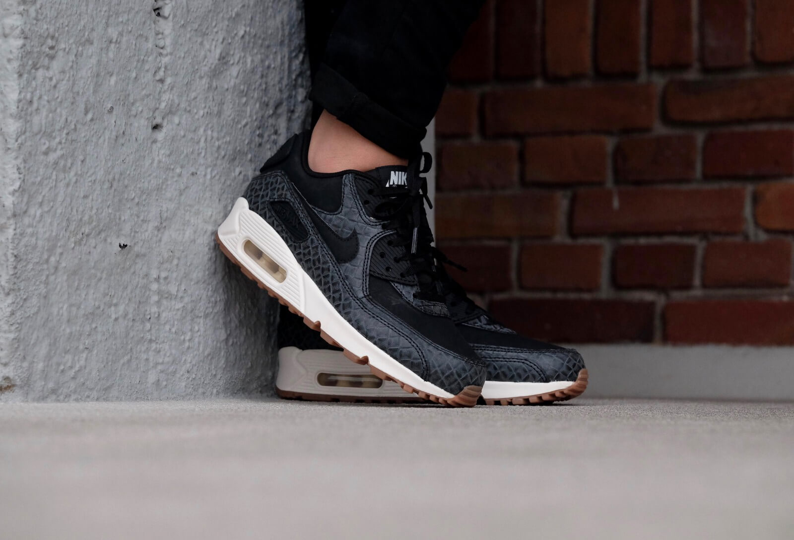 Nike Wmns Air Max 90 PRM Blackblack sail gum med brown 443817 010