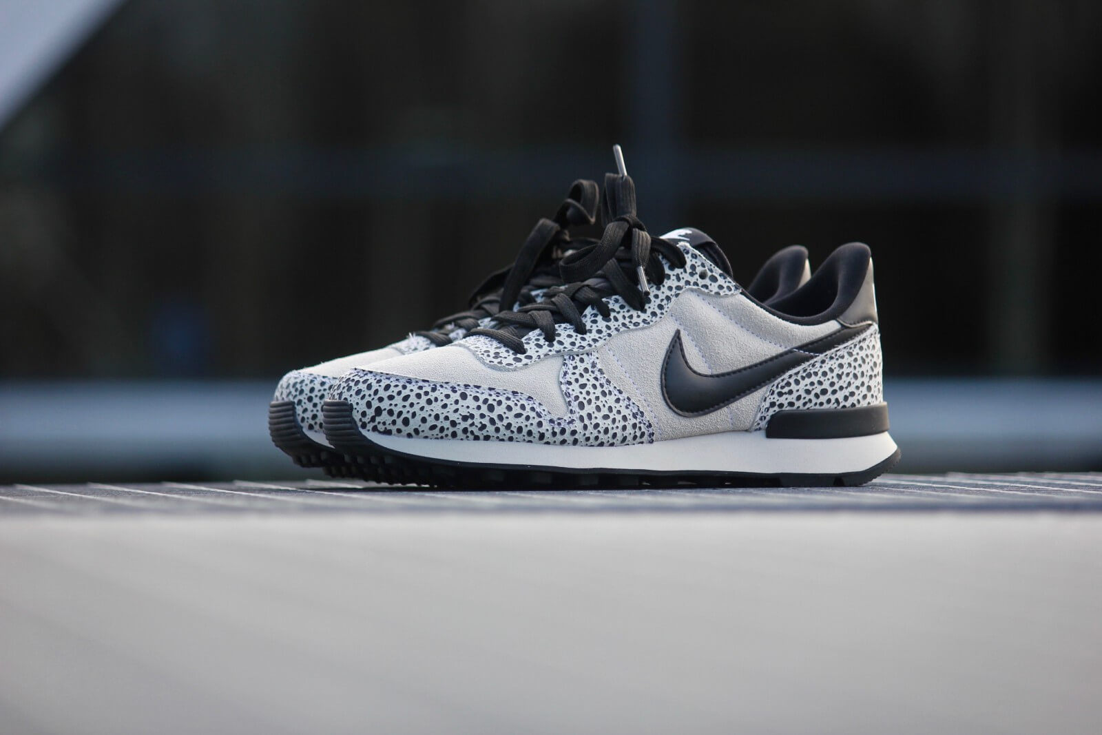 Nike Internationalist PRM WhiteLight Bone Black 828404 101