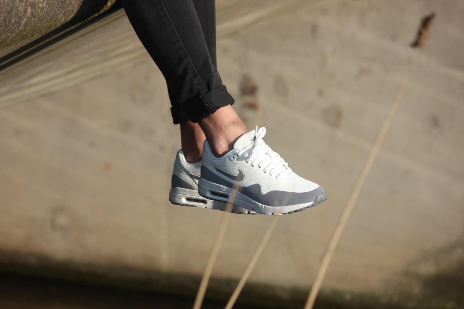 Nike WMNS Air Max 1 Ultra Moire Summit White Grey Metallic 704995 101