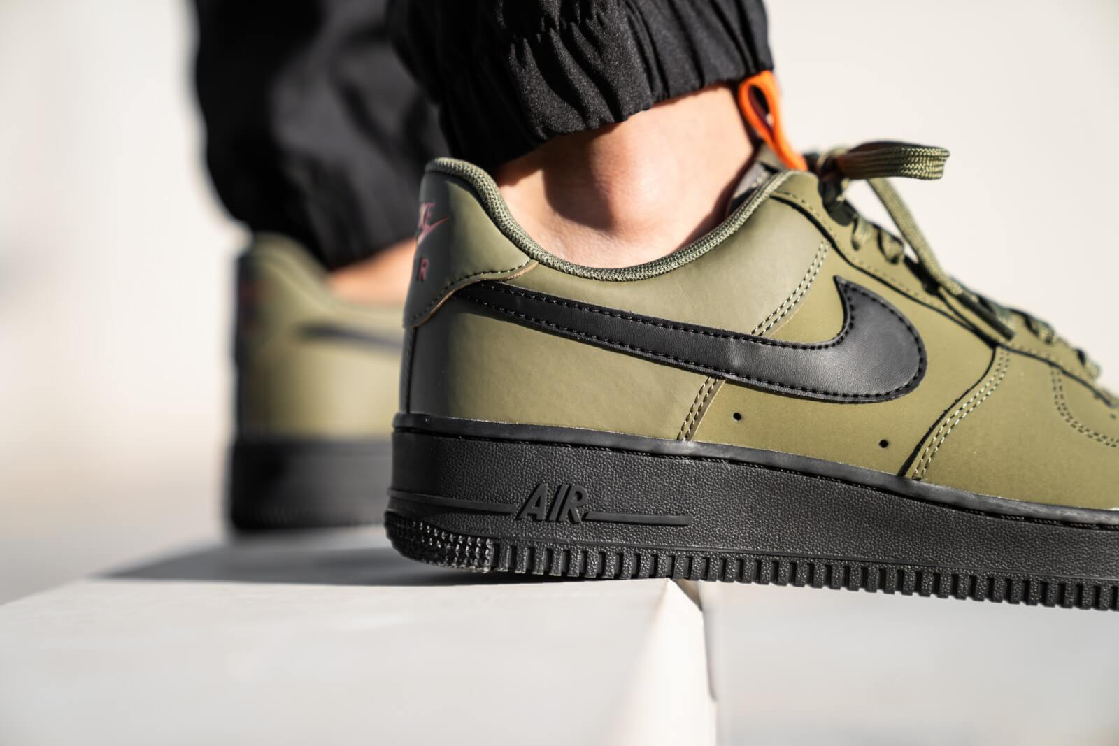 Gran universo Inicialmente preferible  Nike Air Force 1 '07 Medium Olive/Black-Starfish - BQ4326-200