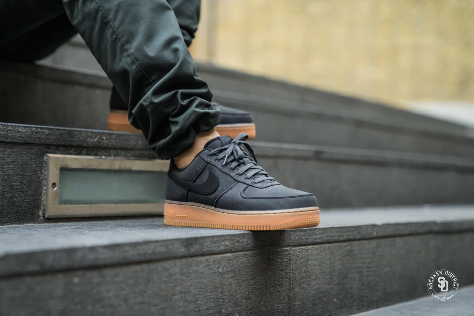 Nike Air Force 1 07 Lv8 shoes black brown