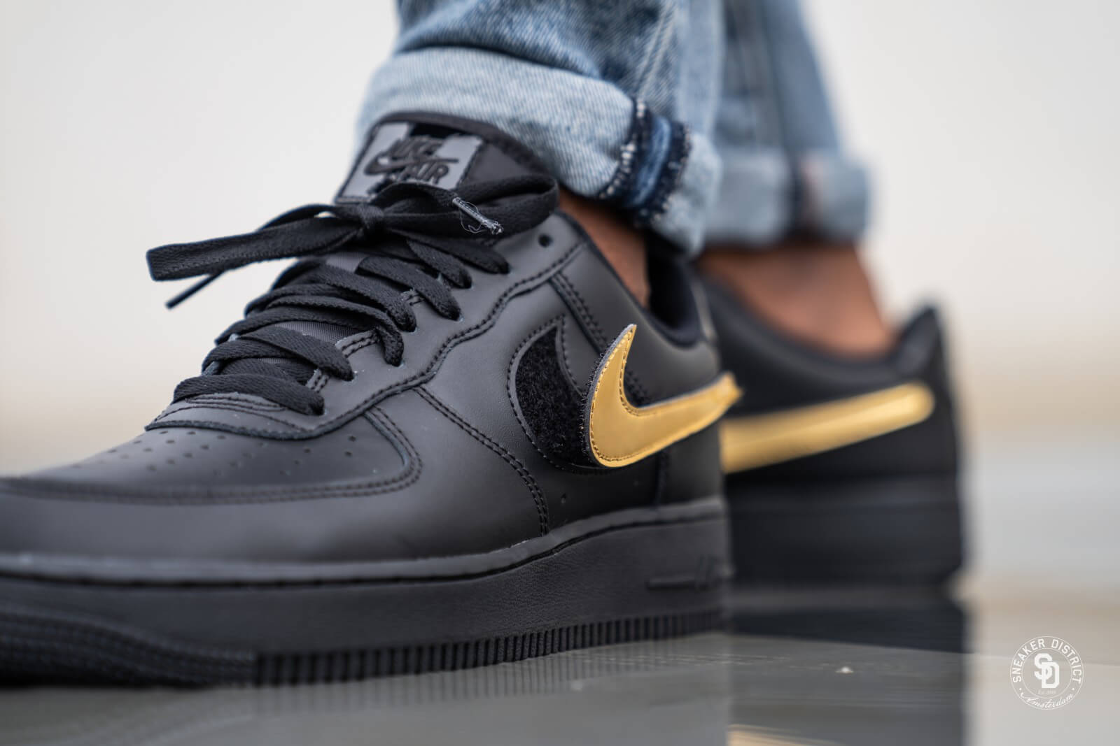 nike air force 1 black gold