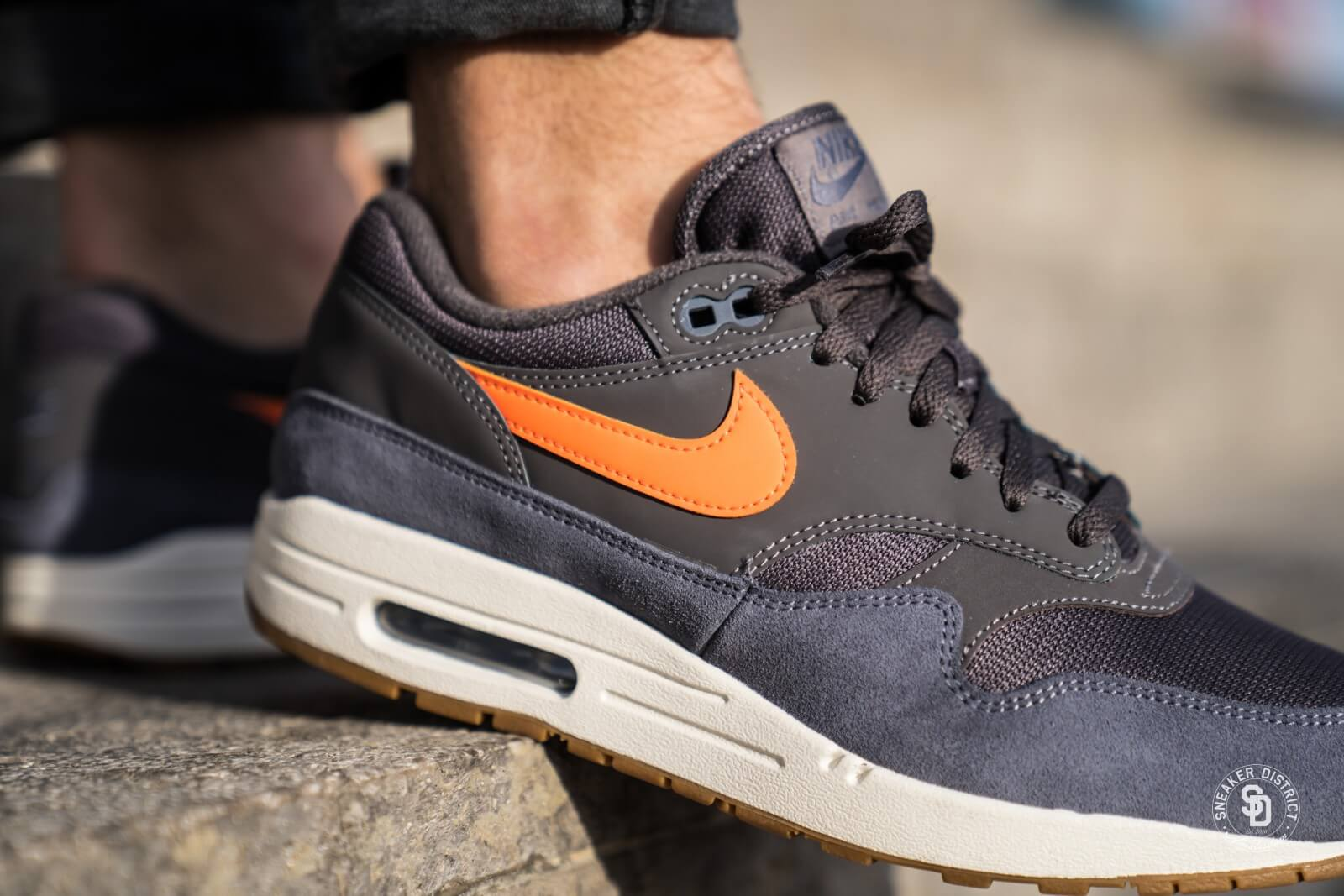 new style 75e69 8d3f7 ... best price nike air max 1 thunder grey total orange light carbon 8eaef  05cc5