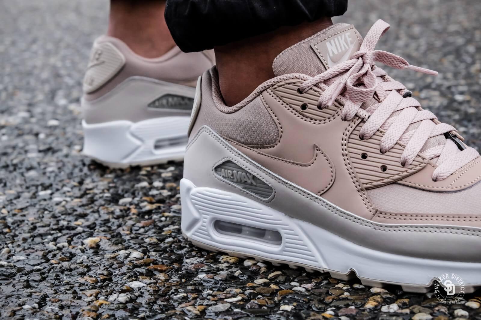 Nike Sportswear Sneakers   Air Max '90 Essential   Medium