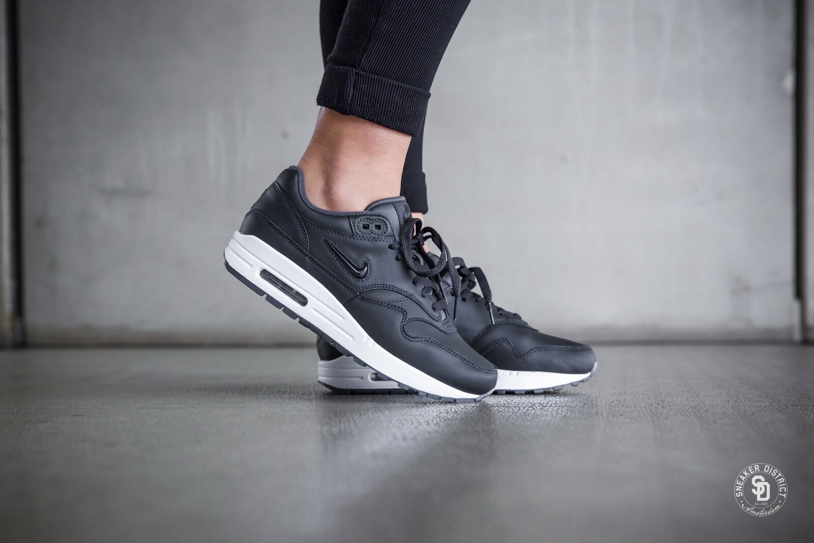 nike womens air max 1 premium sc jewel anthraciteblack