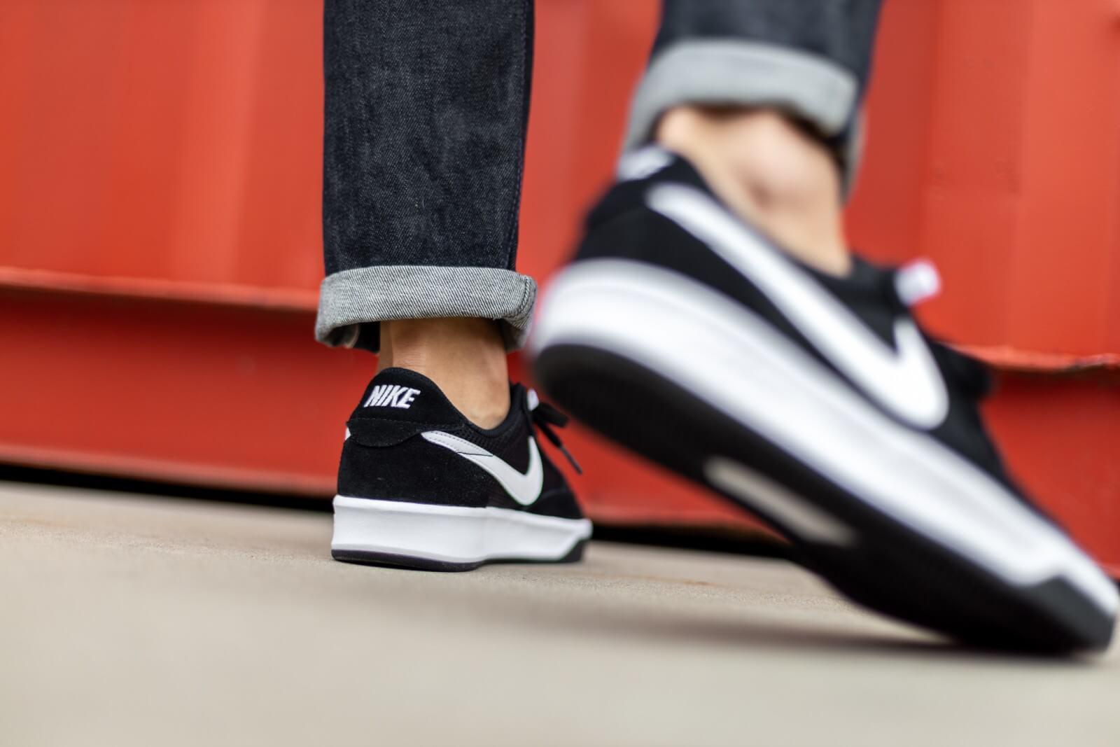 Nike SB Adversary Black/White