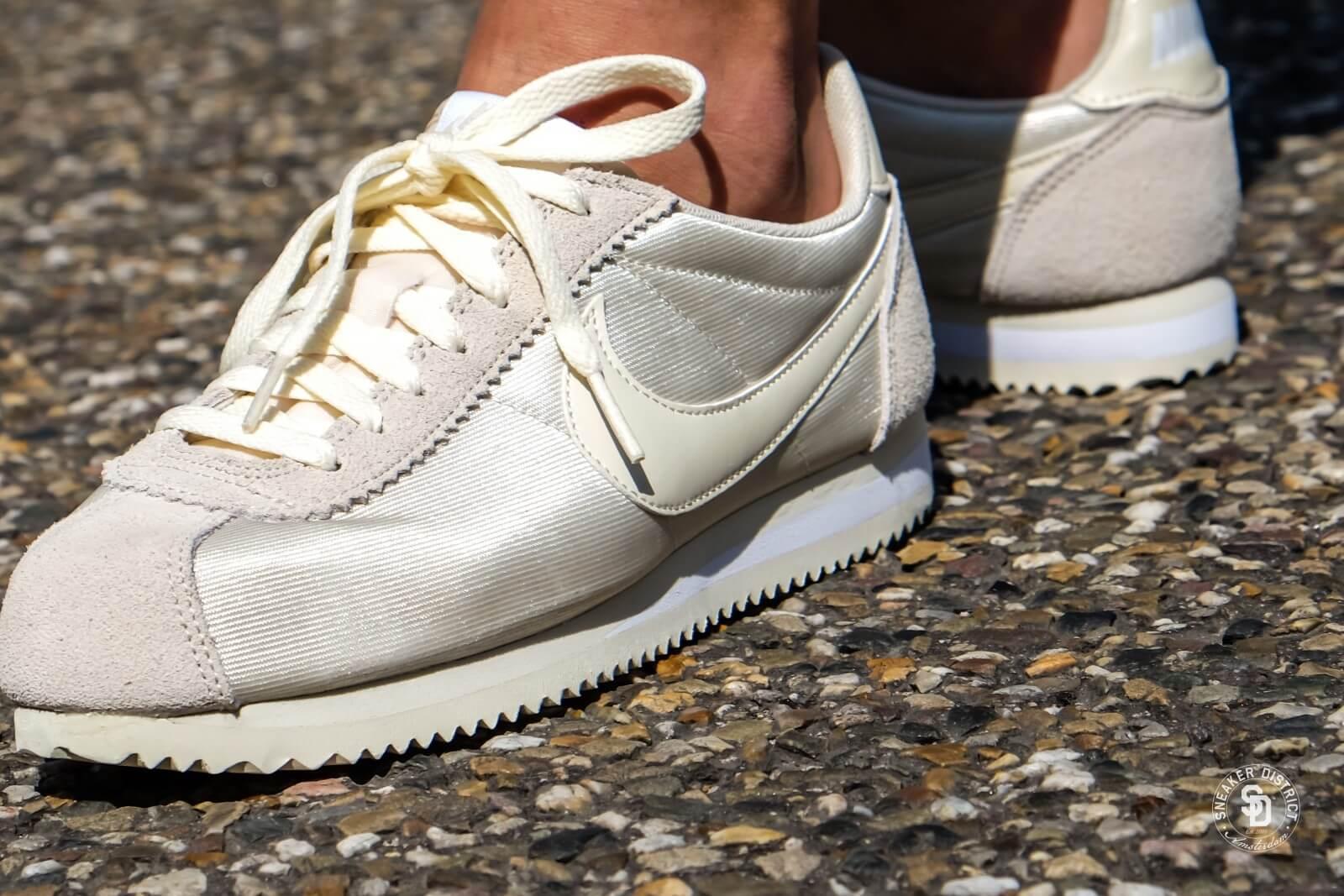 Nike Wmns Classic Cortez Nylon Fossil