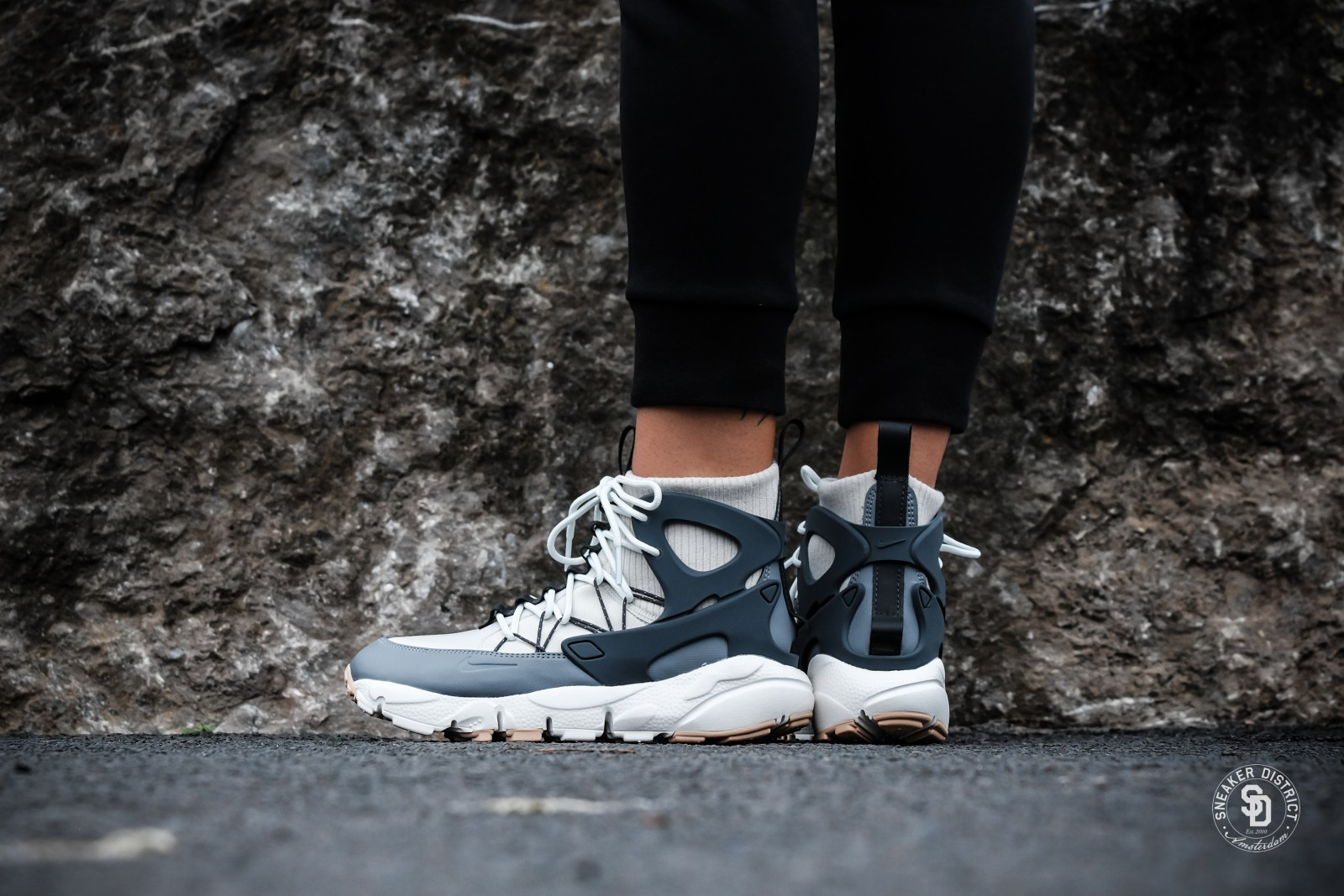 Nike Women's Air Footscape Mid Light