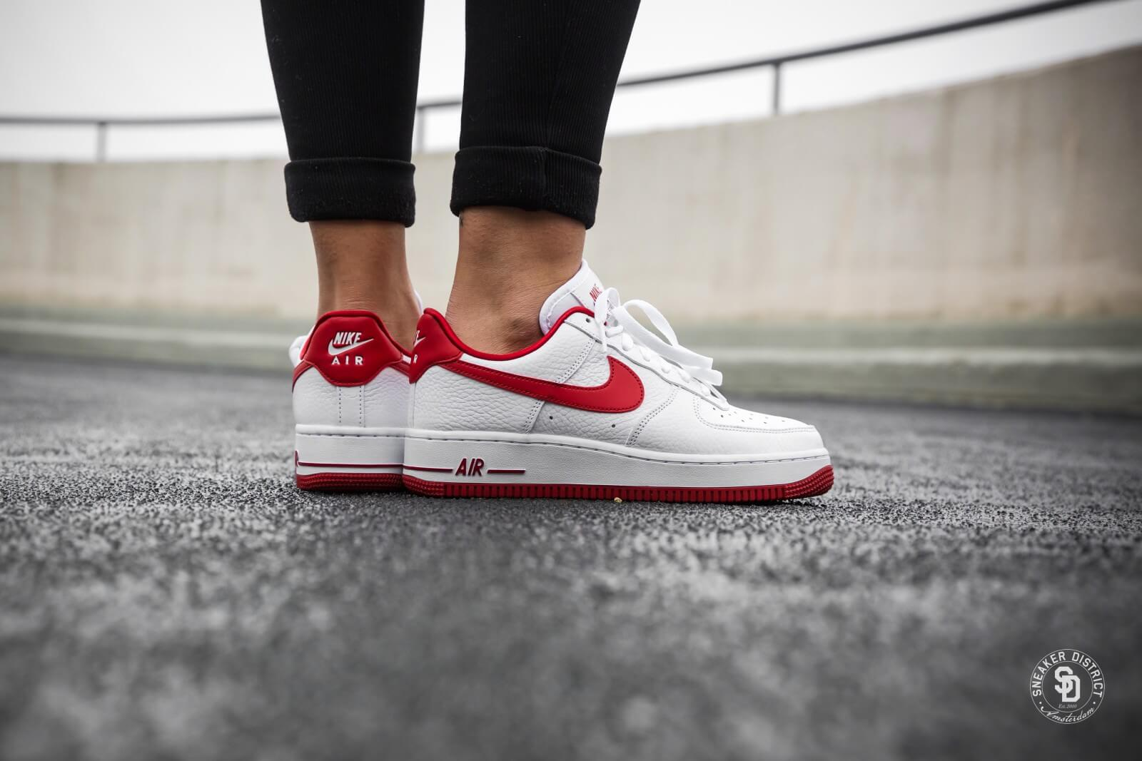 nike wmns air force 1 07 se