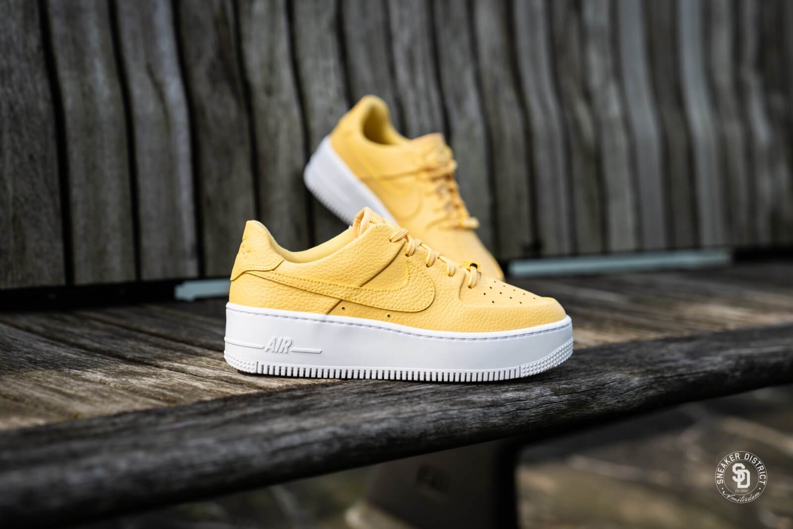 nike air force 1 sage jaune