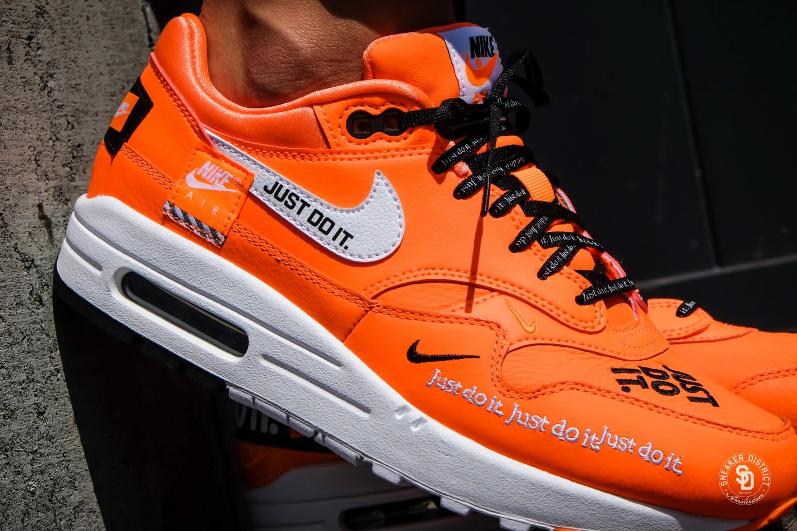 best service 7e1f8 1aed9 ... question paper trein zwolle amsterdam jim mason wood gasifier Nike bang  dat ik longkanker heb Women s Air Max 1 LUX Just Do It Total  Orange White-Black