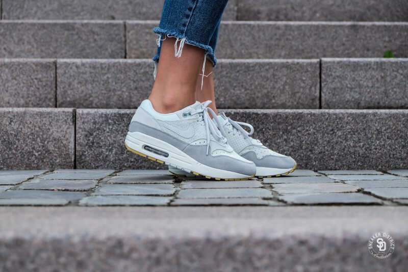 454746 019 Nike Wmns Air Max 1 Premium Barely GreyBarely