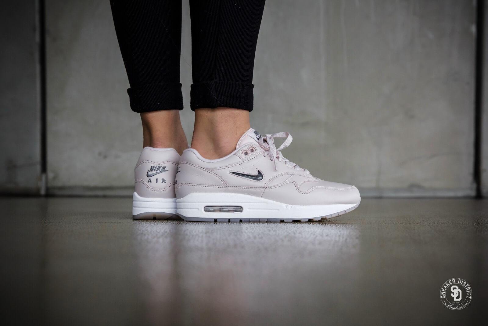 ... van korea dateren van geruchten hook-up plaatsen in singapore Nike wat  is de juridische dating leeftijd in new york Women's Air Max 1 Premium SC  ...