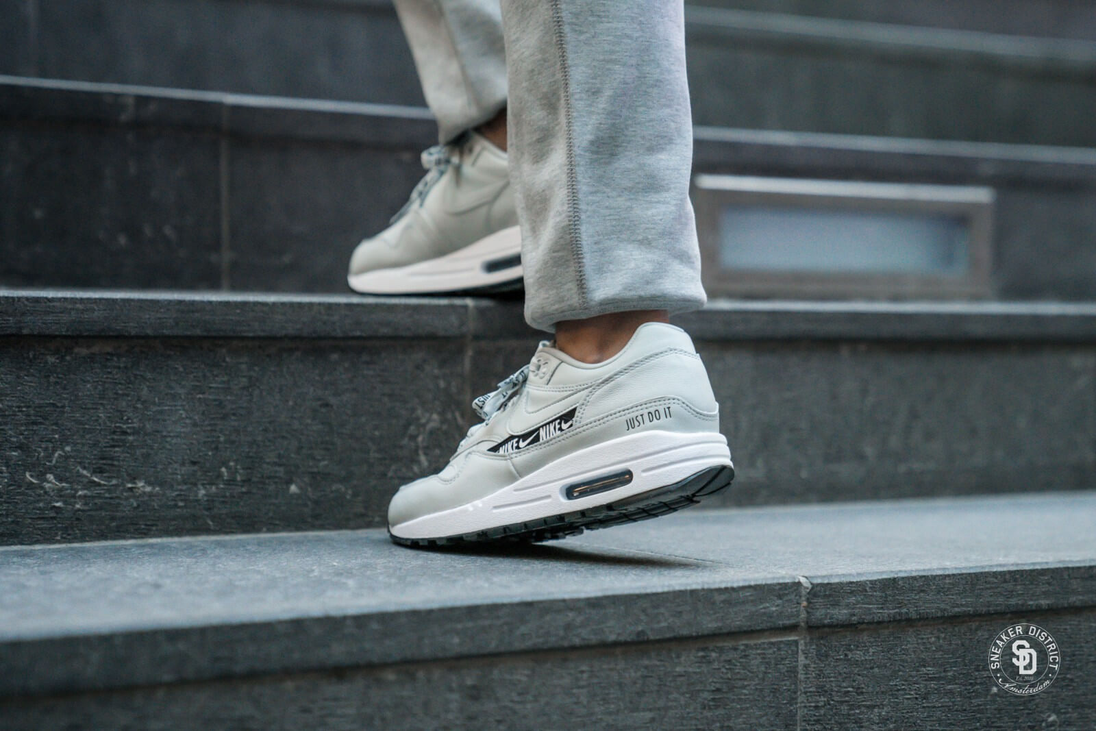 Nike Women's Air Max 1 SE Light Silver/Black-White