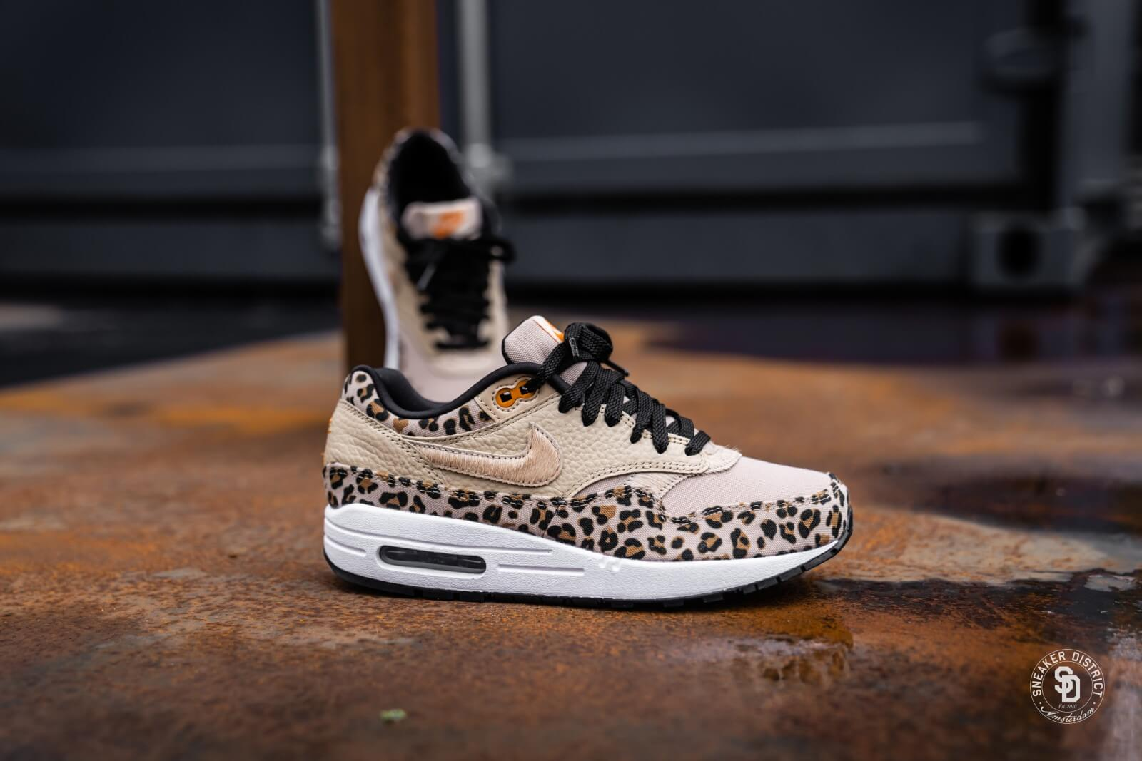 Nike Women's Air Max 1 Safari Desert Ore/Orange Peel-Black