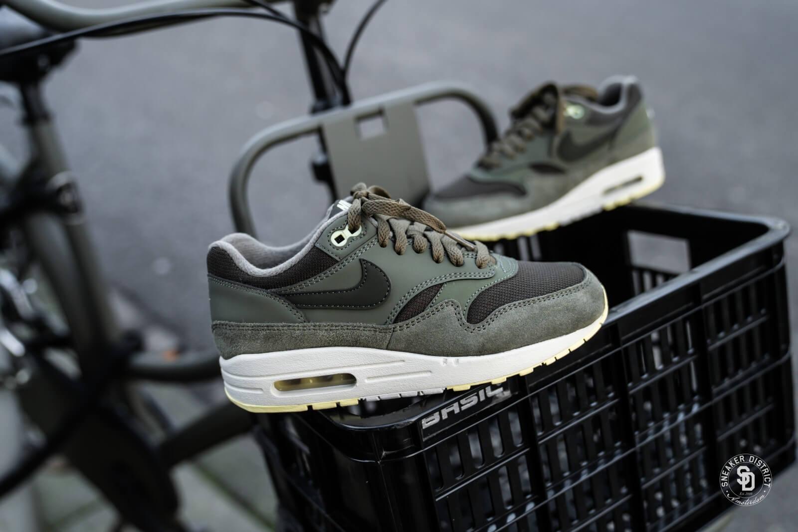 1600 x 1067 www.sneakerdistrict.nl. Nike Women  39 s Air Max 1 Sequoia Medium  Olive ... 51c69a6d6