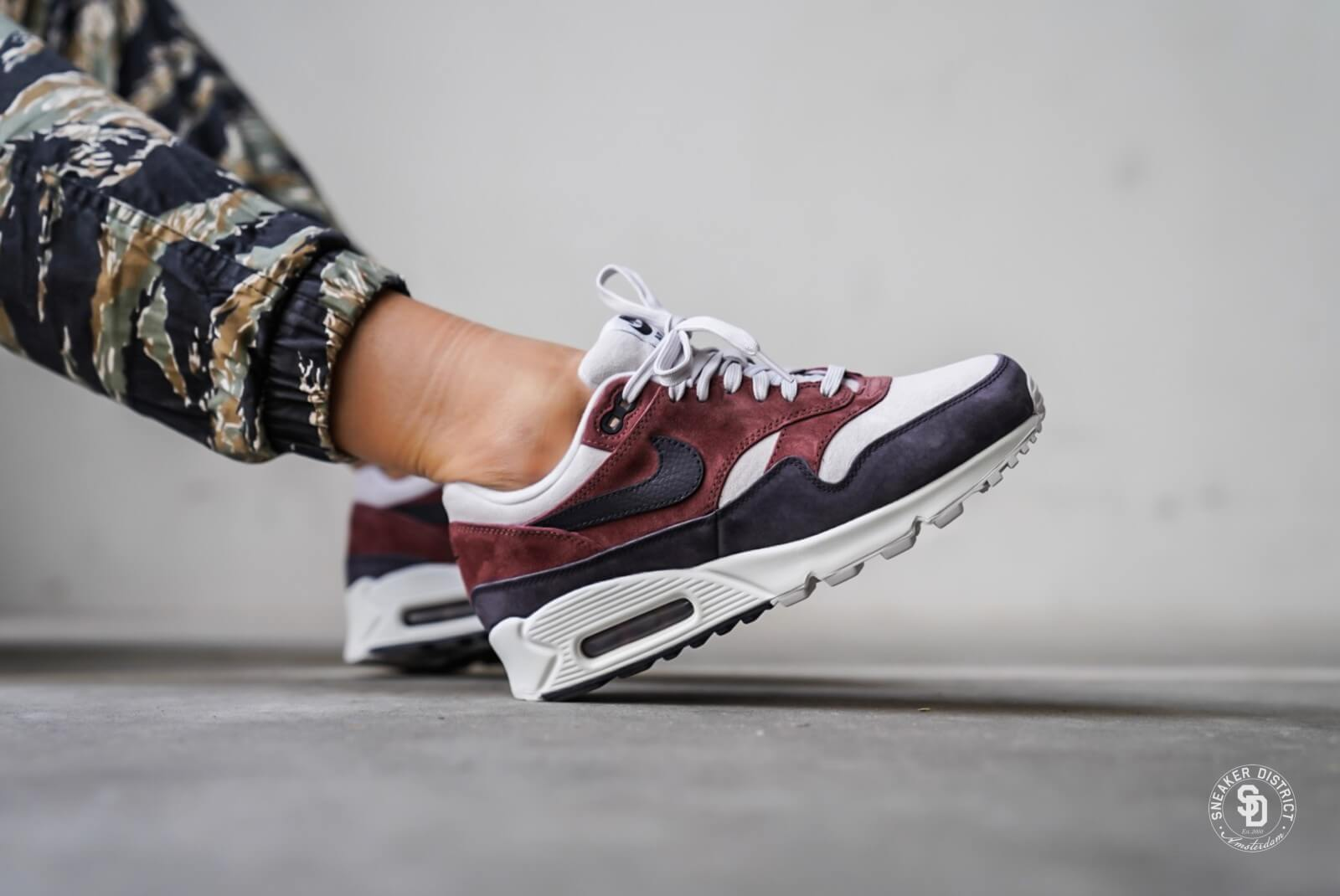 be95236a50 ... new zealand nike womens air max 90 1 red sepia oil grey 9df8b 817a7