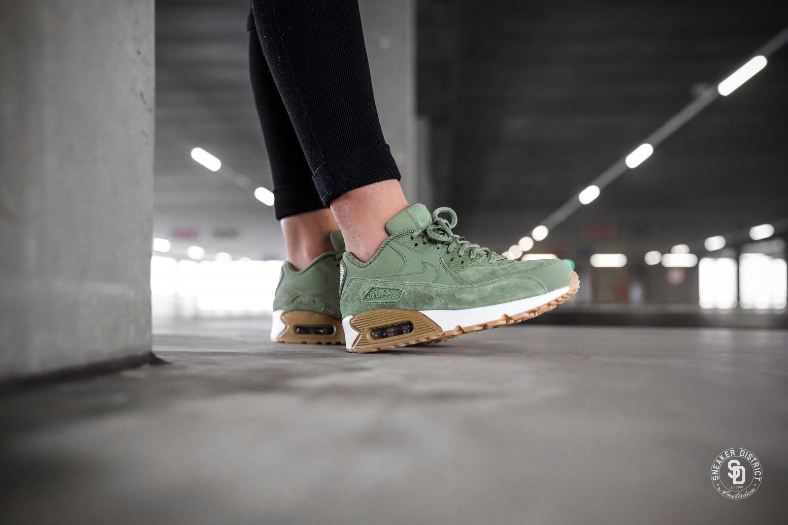 Nike Wmns Air Max 90 Se 881105 300 Oil Greenoil Green gum