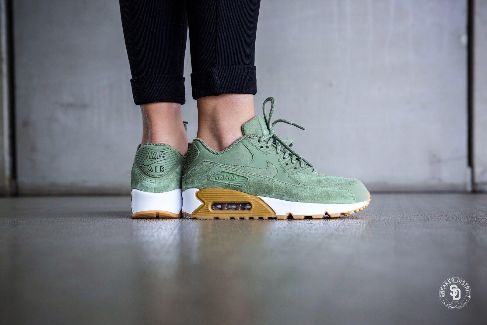 881105 300 Nike Wmns Air Max 90 Se Oil Greenoil Green gum