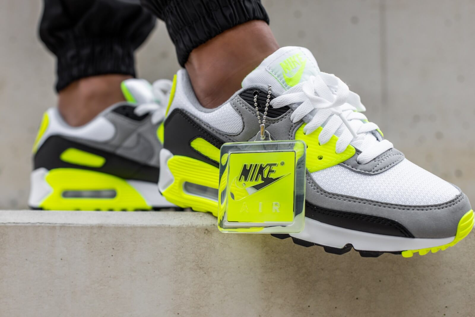 Nike Women S Air Max 90 White Particle Grey Volt Cd0490 101