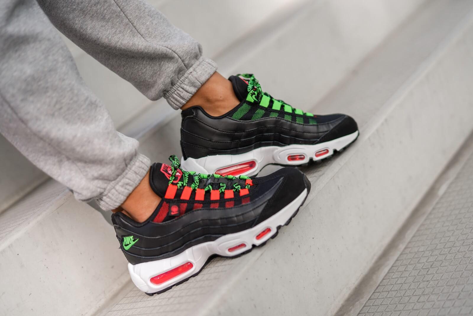 Nike Women's Air Max 95 SE Worldwide Pack Black/Flash Crimson-White-Green Strike