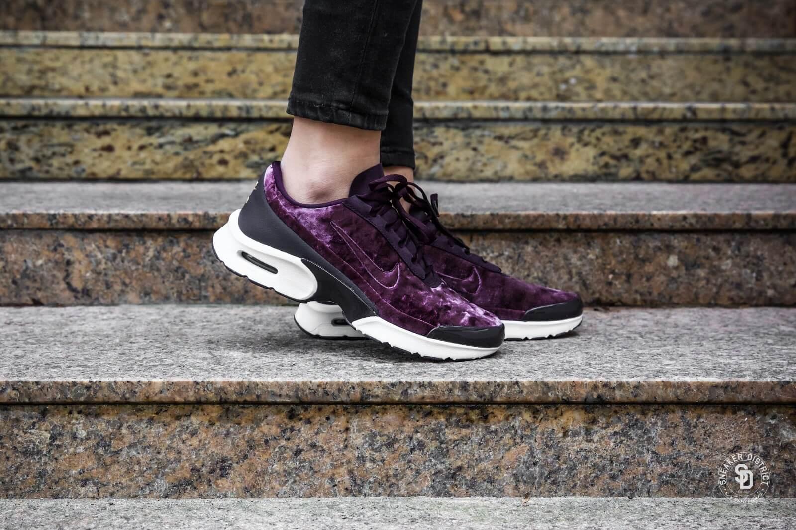 Nike Women's Air Max Jewell Premium