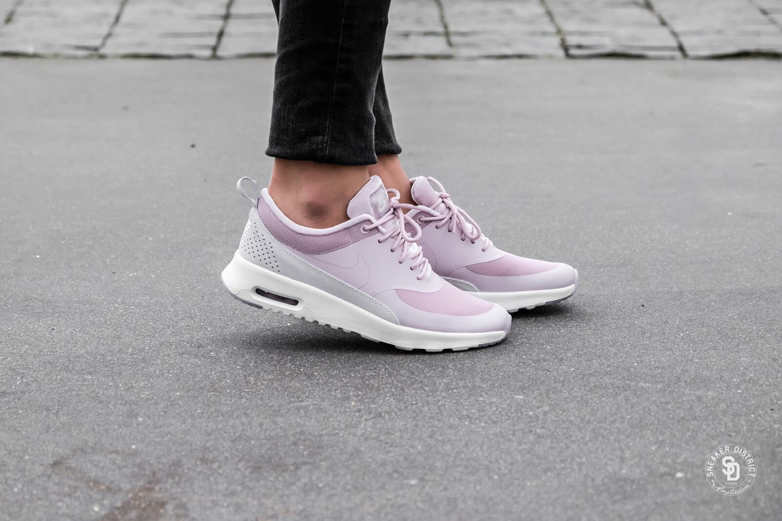 ventas especiales orden oficial mejor calificado Nike Women's Air Max Thea LX Particle Rose/Vast Grey - 881203-600