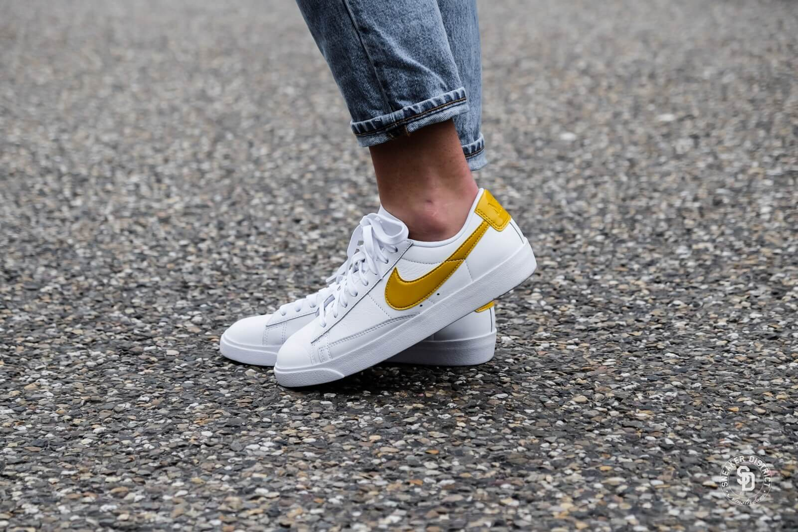 Nike Women's Blazer Low LE White/Mineral Yellow