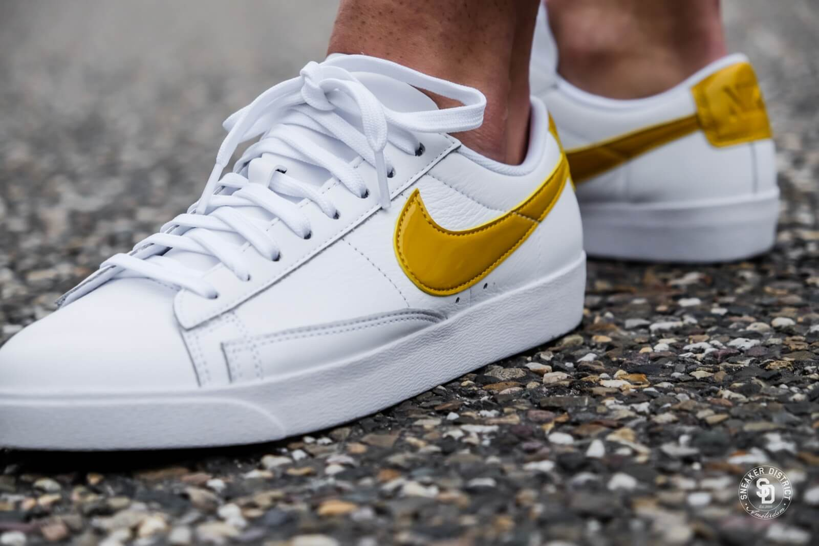 Compatible con Limpia el cuarto sílaba  Nike Women's Blazer Low LE White/Mineral Yellow - AA3961-108