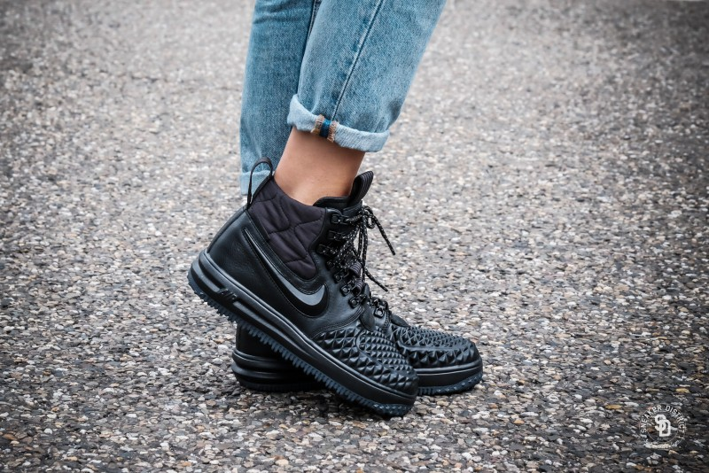 Nike Women s Lunar Force 1 Duckboot Black Black-White sneakers ... 21944f339